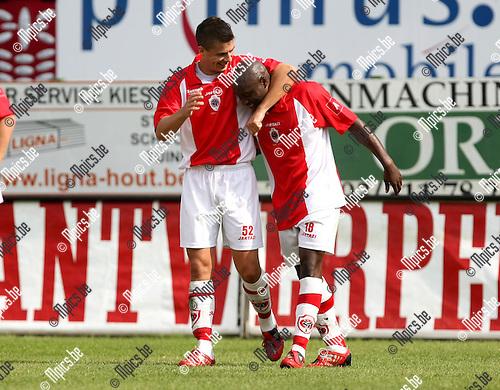 2009-08-16 / Voetbal / seizoen 2009-2010 / R. Antwerp FC - KV Turnhout / Emanuel Kenmonge scoorde de 1-0 en viert met Jelicic..Foto: Maarten Straetemans (SMB)