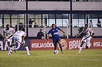 SAO CAETANO, SP, 01 de junho 2013- (BRASILEIRAO SERIE B) Lance durante partida entre Sao Caetano x Chapecoense no Estadio Anacleto Campanella em Sao Caetano do Sul,ABC - FOTO:ADRIANO LIMA / BRAZIL PHOTO PRESS).