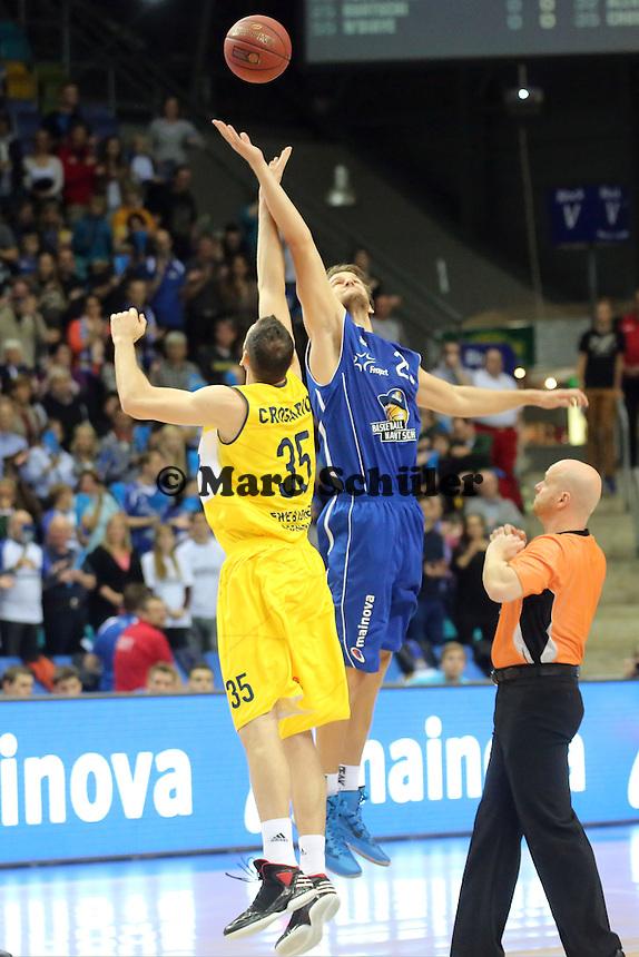 Johannes Voigtmann (Skyliners) gegen Andrea Crosariol (EWE) - Fraport Skyliners vs. EWE Baskets Oldenburg, Fraport Arena Frankfurt