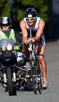 02 AUG 2009 - LONDON, GBR - Formula 1 driver, Jenson Button - London Triathlon (PHOTO (C) NIGEL FARROW)