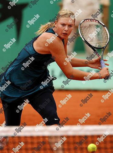30-05-2007 TENNIS:ROLAND GARROS 2007:PARIJS.Maria Sharapova (RUS) tijdens haar wedstrijd tegen Emilie Loit (FRA).Foto: Maarten Straetemans