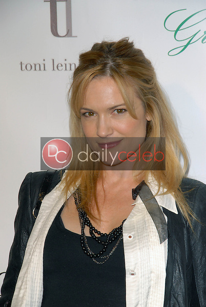 Victoria Pratt<br />