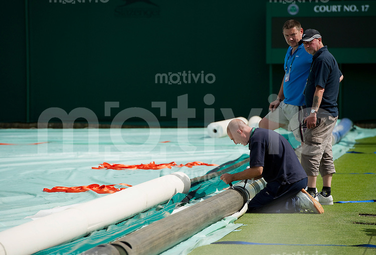 Staff sets up the rain cover system. Preparation for The Wimbledon Championships 2010 The All England Lawn Tennis & Croquet Club  Sunday Pre Championships Sunday 20/06/2010