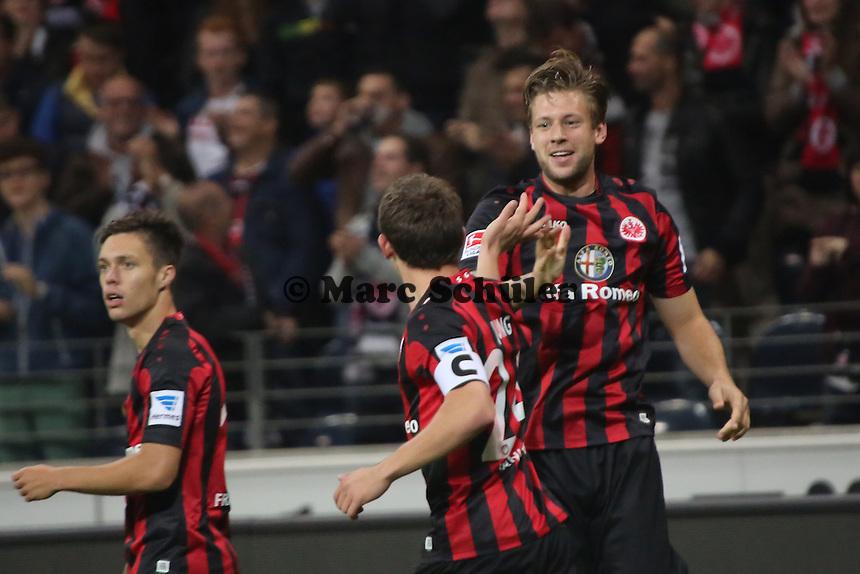 Torjubel Eintracht Frankfurt um Marco Russ beim 2:1 mit Sebastian Jung - Eintracht Frankfurt vs. Hamburger SV, Commerzbank Arena