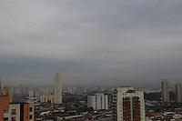SAO PAULO, SP, 27/06/2013, CLIMA TEMPO. A quinta-feira (27) amanheceu com ceu encoberto em São Paulo, foto feita na região da Mooca, zona Leste da capital paulista.      LUIZ GUARNIERI/ BRAZIL PHOTO PRESS
