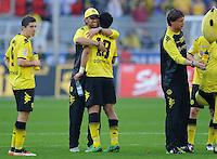 Fussball Bundesliga Saison 2011/2012 8. Spieltag Borussia Dortmund - FC Augsburg V.l.: Trainer Juergen KLOPP (BVB) umarmt Lucas BARRIOS (BVB) nach Spielende.