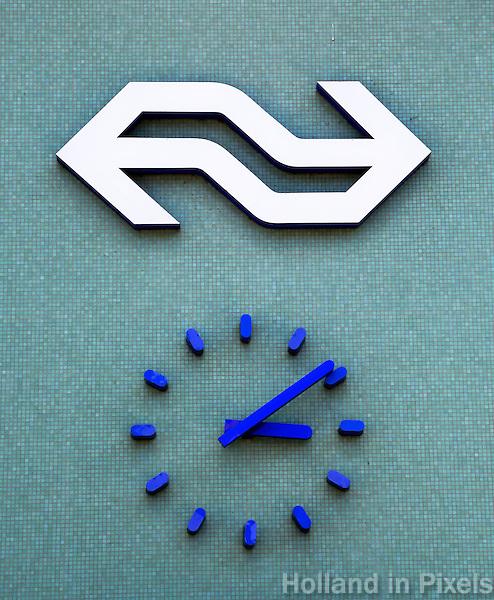 Klok op een NS station