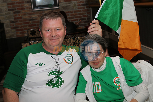 Alan and Mandy Nally watching the Ireland Italy Match in The Pheasant....Photo NEWSFILE/Jenny Matthews.