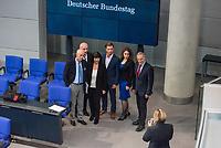 Konstituierende Sitzung des 19. Deutschen Bundestag am Dienstag den 24. Oktober 2017.<br /> Im Bild: Abgeordnete lassen sich vor der Anzeigetafel des Bundetags fotografieren.<br /> 24.10.2017, Berlin<br /> Copyright: Christian-Ditsch.de<br /> [Inhaltsveraendernde Manipulation des Fotos nur nach ausdruecklicher Genehmigung des Fotografen. Vereinbarungen ueber Abtretung von Persoenlichkeitsrechten/Model Release der abgebildeten Person/Personen liegen nicht vor. NO MODEL RELEASE! Nur fuer Redaktionelle Zwecke. Don't publish without copyright Christian-Ditsch.de, Veroeffentlichung nur mit Fotografennennung, sowie gegen Honorar, MwSt. und Beleg. Konto: I N G - D i B a, IBAN DE58500105175400192269, BIC INGDDEFFXXX, Kontakt: post@christian-ditsch.de<br /> Bei der Bearbeitung der Dateiinformationen darf die Urheberkennzeichnung in den EXIF- und  IPTC-Daten nicht entfernt werden, diese sind in digitalen Medien nach §95c UrhG rechtlich geschuetzt. Der Urhebervermerk wird gemaess §13 UrhG verlangt.]