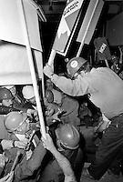 René Lévesque mal accueilli par des partisans du NON , 1980 referendum