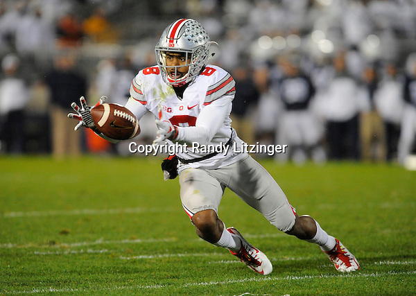 22 October 2016:  Ohio State's Gareon Conley (8) recovers a fumble on a kickoff return. The Penn State Nittany Lions upset the #2 ranked Ohio State Buckeyes 24-21 at Beaver Stadium in State College, PA. (Photo by Randy Litzinger/Icon Sportswire)