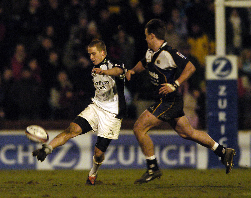 Photo. Jed Wee..Leeds Tykes v Newcastle Falcons, Zurich Premiership, 27/12/2004..Newcastle's Mathew Tait.
