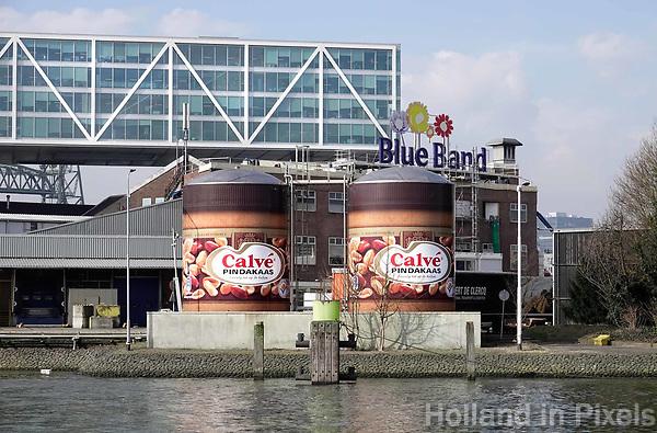 Nederland Rotterdam - 26 maart 2018. Twee grote potten pindakaas bij de Unilever fabriek. Foto Berlinda van Dam / Hollandse Hoogte