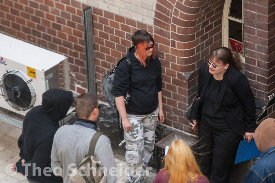 The accused Neo-Nazis Daniela Kratsch and Sandra Neidhardt with the other accused in the yard of the court.