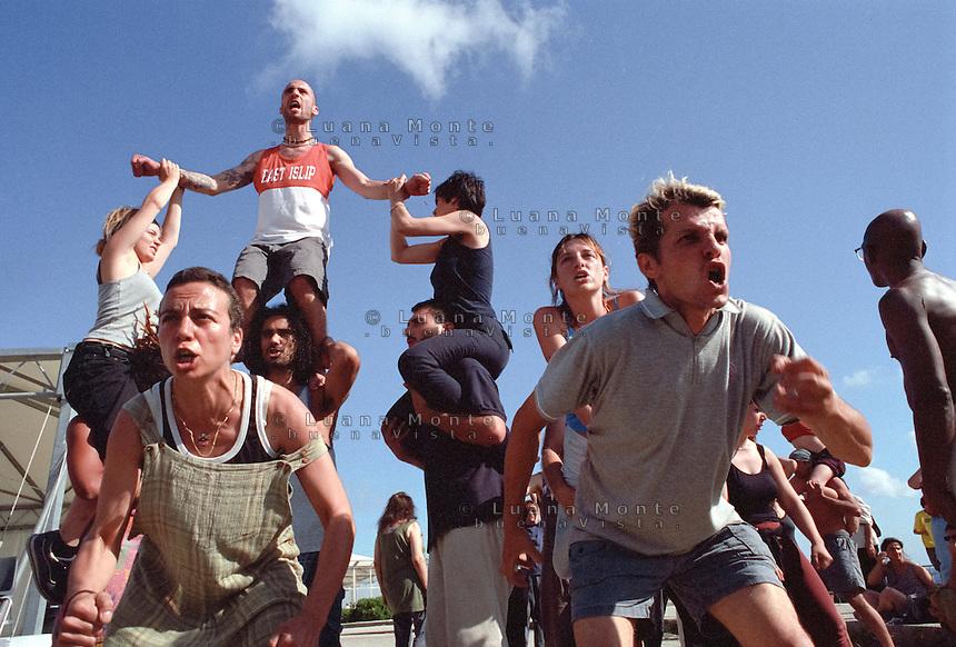 - Genova G8 2001, manifestazioni contro il summit. Performance del Living Theatre a piazza Kennedy...- Genoa G8 2001, Demonstration against the summit. Living Theatre Performance.
