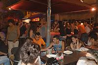 Asie/Israël/Judée/Jérusalem: Soirée a la terrasse d'un restaurant à la mode du quartier Nahalat Shiva
