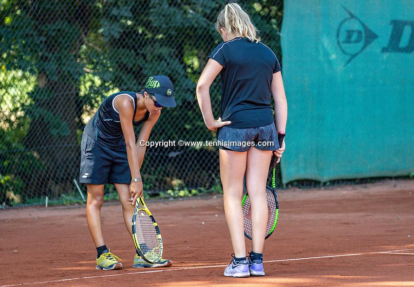 Hilversum, Netherlands, Juli 29, 2019, Tulip Tennis center, National Junior Tennis Championships 12 and 14 years, NJK, Line dispute between  Britt Du Pree (NED) (R) and Cloë The (NED)<br /> Photo: Tennisimages/Henk Koster