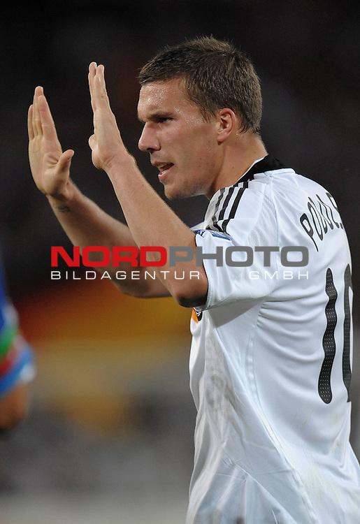 Fussball, L&auml;nderspiel, WM 2010 Qualifikation Gruppe 4 in D&uuml;sseldorf<br />  Deutschland (GER) vs. Aserbaidschan ( AZE )<br /> <br /> <br /> Lukas Podolski ( GER / Koeln #10 )<br /> <br /> Foto &copy; nph (  nordphoto  )<br />  *** Local Caption *** <br /> <br /> Fotos sind ohne vorherigen schriftliche Zustimmung ausschliesslich f&uuml;r redaktionelle Publikationszwecke zu verwenden.<br /> Auf Anfrage in hoeherer Qualitaet/Aufloesung