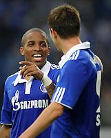 FUSSBALL   1. BUNDESLIGA   SAISON 2011/2012    11. SPIELTAG FC Schalke 04 - 1899 Hoffenheim                            29.10.2011 Jefferson FARFAN (li) und Klaas-Jan HUNTELAAR (re, beide Schalke)