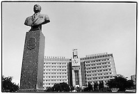 Uzbekistan - Dzhizak - Statue of Rashidov