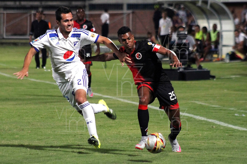 CUCUTA - COLOMBIA -31 -07-2015: Estefano Arango (Der.) jugador de Cucuta Deportivo disputa el balón con Gabriel Diaz (Izq.) jugador de Millonarios, durante partido entre Cucuta Deportivo y Millonarios, por la fecha 4 de la Liga Aguila II-2015, jugado en el estadio General Santander de la ciudad de Cucuta.  / Estefano Arango (R) player of Cucuta Deportivo vies for the ball with con Gabriel Diaz (L) player of Millonarios, during a match between Cucuta Deportivo and Millonarios, for the date 4 of the Liga Aguila II-2015 at the General Santander Stadium in Cucuta city, Photo: VizzorImage / Manuel Hernandez/ Cont. (Mejor Calidad disponibles /Best Quality available)