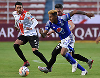 LA PAZ- BOLIVIA, 20-02-2020: Fernando Saucedo de Club Always Ready y Hanzel Zapata de Millonarios disputan el balón durante partido entre Club Always Ready (BOL) y Millonarios (COL) por la Copa Conmebol Sudamericana 2020, jugado en el estadio Hernando Siles de la ciudad de La Paz. / Fernando Saucedo of Club Always Ready and Hanzel Zapata of Millonarios vie for the ball during a match between Club Always Ready (BOL) and Millonarios (COL), for the Copa Conmebol Sudamericana 2020 at the Hernando Siles stadium in La Paz city. / Photo: VizzorImage / Daniel Miranda / Agencia de Prensa Grafica / Cont.