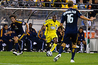 26 SEPTEMBAR 2009:  #2 Todd Dunivant of the LA Galaxy and #17 Emmanuel Ekpo Columbus Crew mid fielder during the Los Angeles Galaxy at Columbus Crew MLS game in Columbus, Ohio on May 27, 2009.
