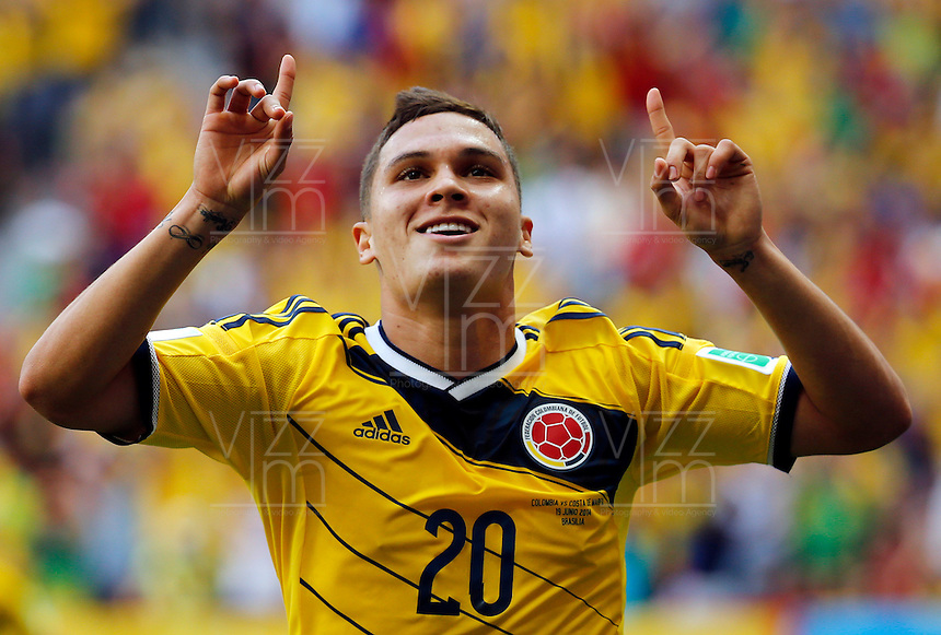 BRASILIA - BRASIL -19-06-2014. Foto: Daniel Jayo / Archivolatino<br /> Juan Quintero (#20) jugador de Colombia (COL) celebra un gol anotado a Costa de Marfil (CIV) durante partido del Grupo C de la Copa Mundial de la FIFA Brasil 2014 jugado en el estadio Man&eacute; Garricha de Brasilia./ Juan Quintero (#20) player of Colombia (COL) celebrates a goal scored to Ivory Coast (CIV) during the macth of the Group C of the 2014 FIFA World Cup Brazil played at Mane Garricha stadium in Brasilia. Photo:  Daniel Jayo / Archivo Latino<br /> VizzorImage PROVIDES THE ACCESS TO THIS PHOTOGRAPH ONLY AS A PRESS AND EDITORIAL SERVICE IN COLOMBIA AND NOT IS THE OWNER OF COPYRIGHT; ANOTHER USE IS REPONSABILITY OF THE END USER. NO SALES, NO MERCHANDASING. ALL COPYRIGHT IS ARCHIVOLATINO