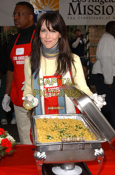 JENNIFER LOVE HEWITT.volunteer as The Los Angeles Mission Serve Up Holiday Cheer for the Homeless of Skid Row in Downtown Los Angeles, California on Christmas Eve .24 December 2003  .**UK Sales Only**  .food    .www.capitalpictures.com.sales@capitalpictures.com.©Capital Pictures.