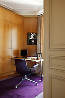 In the dressing room which also doubles as a home office the bespoke joinery has been made from grained oak