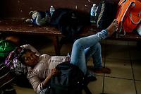 """Sandra Hernadez hondureña de 22 años, intenta descansar en el Comedor Comunitario de la colonia San Luis de Hermosillo Sonora. <br /> <br />  Caravana del Migrante integrada por 600 personas en su mayoría de origen centroamericano, arribo a Hermosillo a bordo del tren conocido como """"La Bestia"""", provienen de la frontera Sur del País y con rumbo a la ciudad de Mexicali donde continuaran el viaje hasta Tijuana.<br /> La caravana tiene como objetivo solicitar <br /> asilo a Estados Unidos y algunos integrantes piensan solicitar una visa humanitaria en Mexico para laborar en los campos de Sonora y Baja California.<br /> (Photo: NortePhoto/Luis Gutierrez)"""
