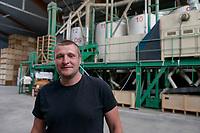 POLAND, Juchowo, organic milk cow farm / POLEN, Juchowo, biologisch wirtschaftender Ackerbau und Milchviehbetrieb, Getreidemuehle
