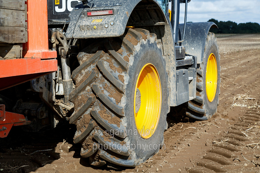 Wheels & tyres - potato harvest field