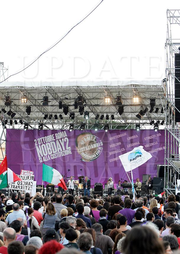 Manifestazione No B-Day 2 (No Berlusconi-Day 2) a Roma, 2 ottobre 2010, contro il Presidente del Consiglio Silvio Berlusconi..Demonstrators attend the No B-Day 2 (No Berlusconi-Day 2) rally in downtown Rome, 2 october 2010, against the Italian Premier Silvio Berlusconi..UPDATE IMAGES PRESS/Riccardo De Luca