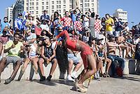 RIO DE JANEIRO, RJ, 15.07.2018 - FRANÇA-CROÁCIA -  Torcedores da França comemoram o Título após partida entre França x Croácia na final da Copa do Mundo da Russia na Funfest Arena numero 1 no Boulevard Olímpico centro do Rio de Janeiro neste domingo, 15. (Foto: Clever Felix/Brazil Photo Press)
