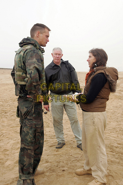 ALEXANDER SKARSGARD, ED BURNS & SUSANNA WHITE (co-director).on the set of Generation Kill.*Filmstill - Editorial Use Only*.CAP/FB.Supplied by Capital Pictures.