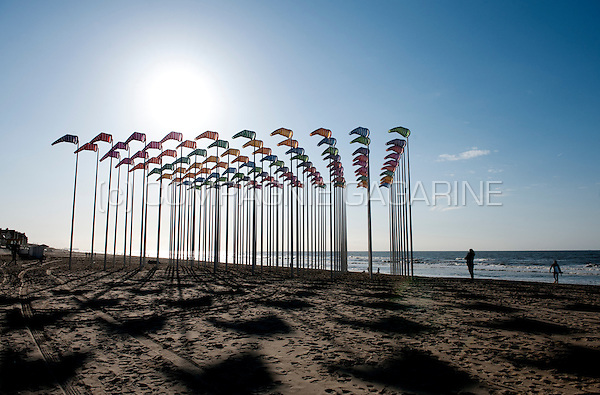 "Daniel Buren's installation ""Le vent souffle où il veut"" on the beach of De Haan / Wenduine, in the Beaufort 03 Triennial for Contemporary Art by the Sea (Belgium, 29/03/2009)"