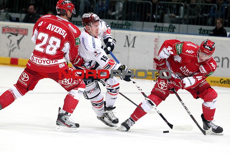 28.02.2012, Lanxess-Arena, K&ouml;ln, GER, DEL, K&ouml;lner Haie vs Eisb&auml;ren Berlin, im Bild<br /> T.J. Mulock (Berlin #15) (M) gegen Jonathan D'Aversa (Koeln #28) (L) und Bjoern Krupp (Koeln #44) (R)<br /> <br /> // during the DEL, K&ouml;lner Haie vs Eisbaeren Berlin on 2012/12/28, Lanxess-Arena, K&ouml;ln, Germany. Foto &copy; nph / Mueller *** Local Caption ***