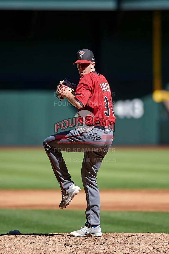 Matt Tabor (31), the Arizona Diamondbacks third round selection of the 2017 MLB Draft, delivers a pitch to the plate during an Instructional League game against the Kansas City Royals on October 14, 2017 at Chase Field in Phoenix, Arizona. (Zachary Lucy/Four Seam Images)