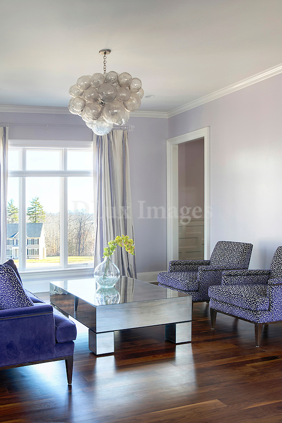 Contemporary sitting room with garden view