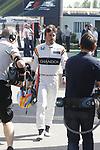 Fernando Alonso entrando en paddock despues de romper el motor en la primera vuleta de los entrenos libres Feranando Alonso