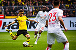 11.05.2019, Signal Iduna Park, Dortmund, GER, 1.FBL, Borussia Dortmund vs Fortuna D&uuml;sseldorf, DFL REGULATIONS PROHIBIT ANY USE OF PHOTOGRAPHS AS IMAGE SEQUENCES AND/OR QUASI-VIDEO<br /> <br /> im Bild | picture shows:<br /> Julian Weigl (Borussia Dortmund #33) setzt sich vor Dodi Lukebakio (Fortuna #20) durch, <br /> <br /> Foto &copy; nordphoto / Rauch