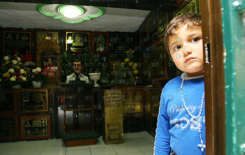 La capilla de Jesúsu Malverde esl santo de los narcotraficantes es visitada por muchas personas en el Culiacan,  Sinaloa, el  26 de enero de 2007. Foto: Alejandro Meléndez