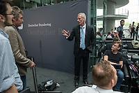 Am 2. Juni 2016 fand die 20. Sitzung des 2. NSU-Untersuchungsausschusses des Deutschen Bundestag statt. Als Zeuge der nichtöffentlichen Sitzung war Hans-Georg Maassen, Praesident des Bundesamt fuer Verfassungsschutz geladen.<br /> Im Bild: Der Ausschussvorsitzende Clemens Binninger (CDU) informiert die Medienvertreter ueber den Ablauf des Sitzungstages.<br /> 2.6.2016, Berlin<br /> Copyright: Christian-Ditsch.de<br /> [Inhaltsveraendernde Manipulation des Fotos nur nach ausdruecklicher Genehmigung des Fotografen. Vereinbarungen ueber Abtretung von Persoenlichkeitsrechten/Model Release der abgebildeten Person/Personen liegen nicht vor. NO MODEL RELEASE! Nur fuer Redaktionelle Zwecke. Don't publish without copyright Christian-Ditsch.de, Veroeffentlichung nur mit Fotografennennung, sowie gegen Honorar, MwSt. und Beleg. Konto: I N G - D i B a, IBAN DE58500105175400192269, BIC INGDDEFFXXX, Kontakt: post@christian-ditsch.de<br /> Bei der Bearbeitung der Dateiinformationen darf die Urheberkennzeichnung in den EXIF- und  IPTC-Daten nicht entfernt werden, diese sind in digitalen Medien nach §95c UrhG rechtlich geschuetzt. Der Urhebervermerk wird gemaess §13 UrhG verlangt.]