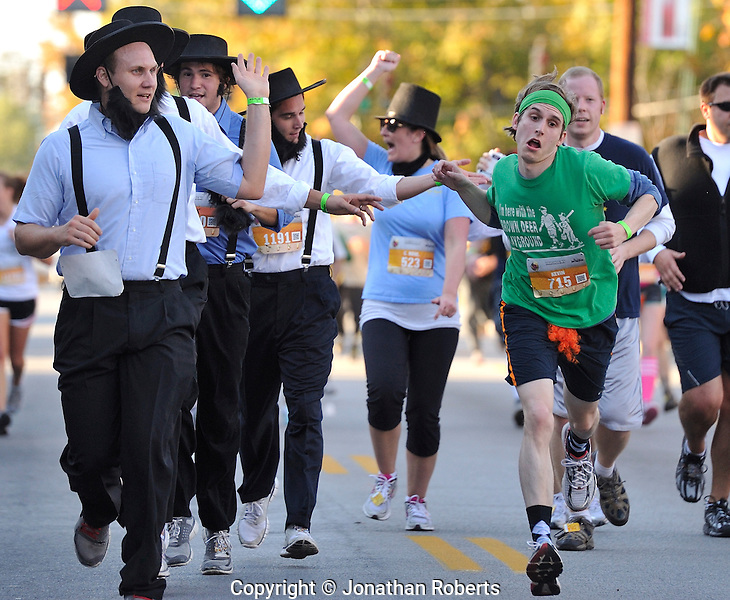 Photo by Jonathan Roberts, ©2011.Tap 'N Run 4k at the Highland's Festival combined a 4K race with 4 beer stops along the way and crazy costumes. The sponsors included JAM Active, O'Shea's, Flanagan's, Wick's Pizza, and Molly Malone's.