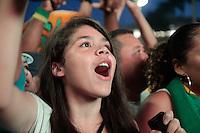 SÃO PAULO, SP - 19.06.2013: JOGOS DA SELEÇÃO ANHANGABAÚ  - Torcedores comemoram o segundo gol da seleção  brasileira durante o jogo segundo jogo da seleção brasileira na arena montada no Vale do Anhangabaú em São Paulo. (Foto: Marcelo Brammer/Brazil Photo Press)