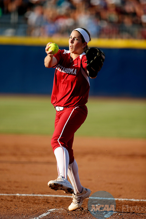 07 JUNE 2016:  Oklahoma starting pitcher/relief pitcher Kelsey Stevens (18) throws a pitch during the Division I Women's Softball Championship is held at ASA Hall of Fame Stadium in Oklahoma City, OK.  Shane Bevel/NCAA Photos