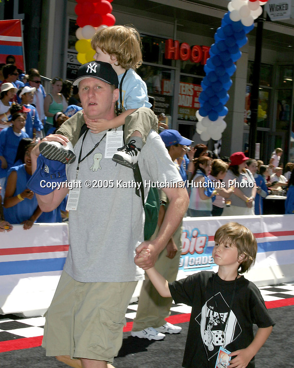 Michael Rappaport and kids.Herbie Fully Loaded Premiere.El Capitan Theater.Los Angeles, CA.June 19, 2005.©2005 Kathy Hutchins / Hutchins Photo