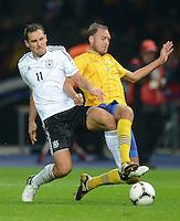 Fussball International  WM Qualifikation 2014   16.10.2012 Deutschland - Schweden Miroslav Klose (li, Deutschland) gegen Andreas Granqvist (Schweden)