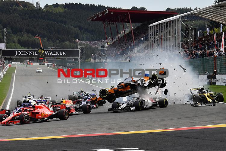26.08.2018, Circuit de Spa-Francorchamps, Spa-Franchorchamps, FORMULA 1 2018 JOHNNIE WALKER BELGIAN GRAND PRIX, 23. - 26.08.2018<br /> , im Bild<br />Startunfall von Fernando Alonso (SPA#14), McLaren F1 Team, Charles Leclerc (MCO#16), Alfa Romeo Sauber F1 Team und Nico Hülkenberg (GER#27), Renault Sport F1 Team<br /> <br /> Foto © nordphoto / Bratic